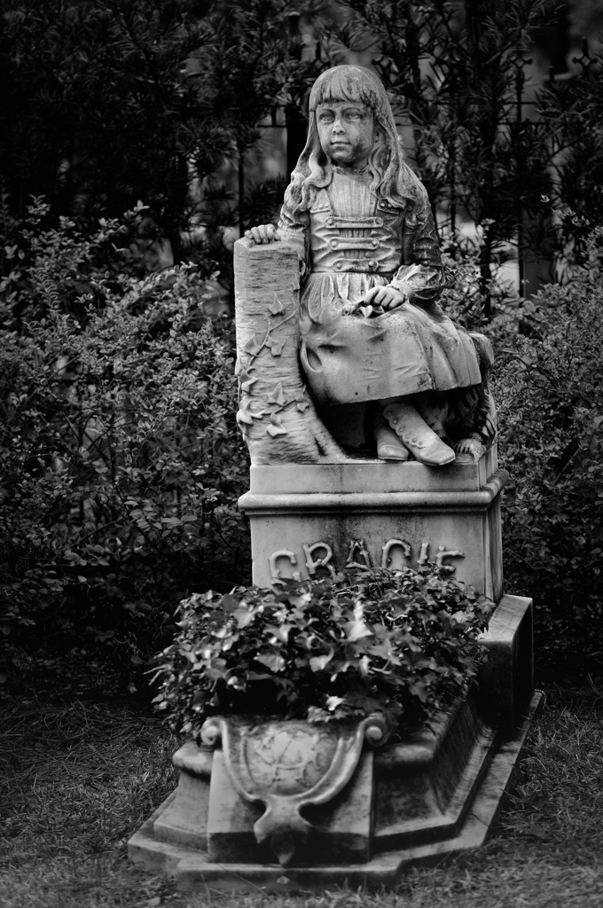 gracie ii 1 of 1 - Midnight In The Garden Of Good And Evil Statue